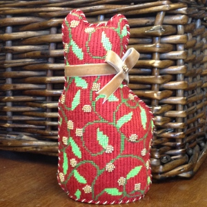 This cutie pie Christmas kitty by Melissa Shirley was stitched by the talented Barbara D.